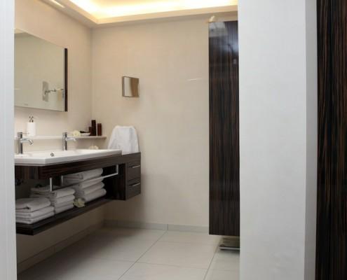 bad elegant erwin schr ter farbgestaltung malerhandwerk. Black Bedroom Furniture Sets. Home Design Ideas